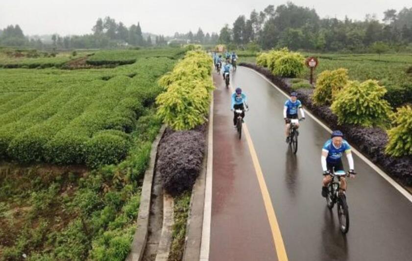 名山:公益骑行 助力乡村振兴