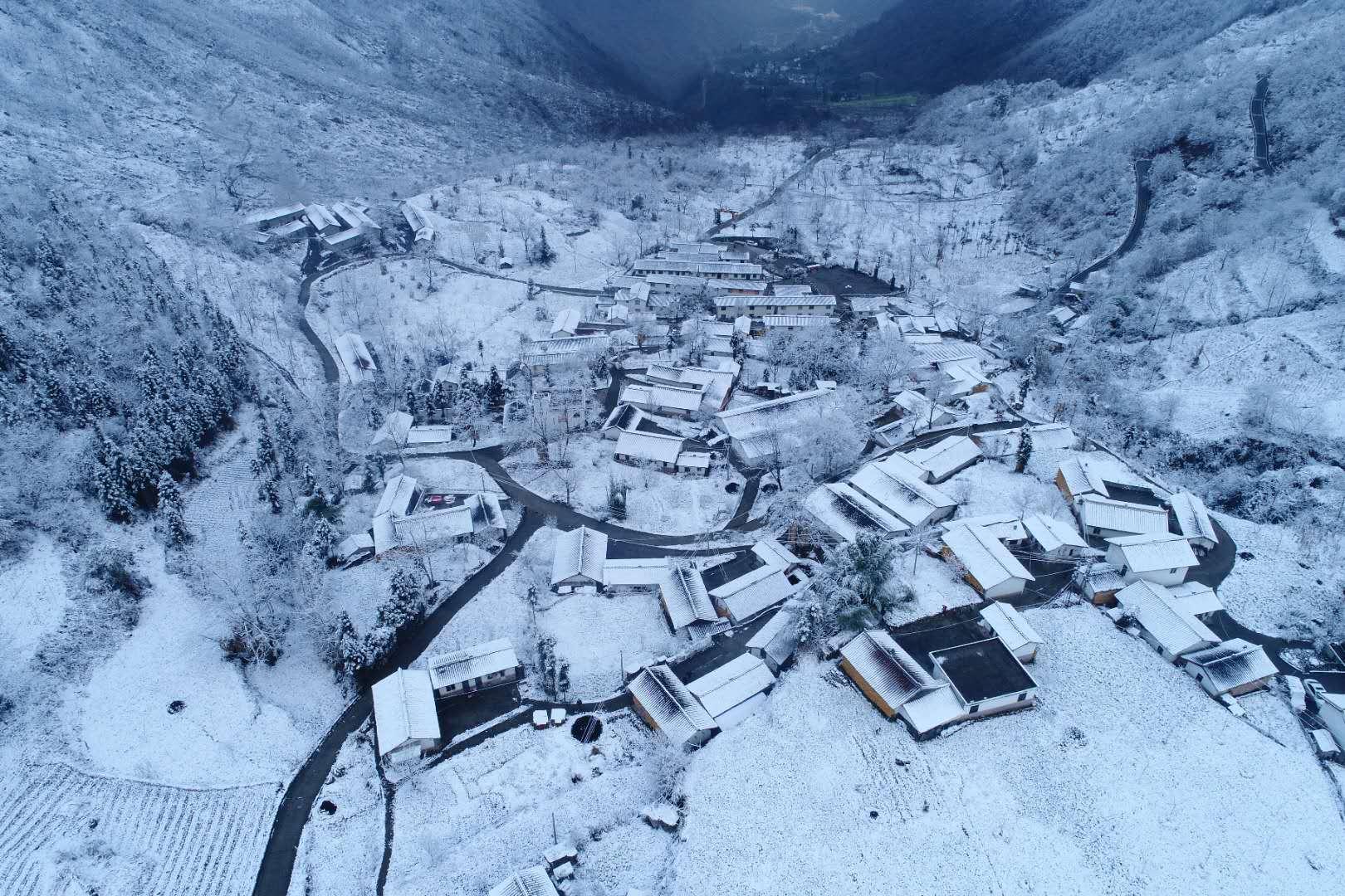 雅安2018年第一场雪来了!太美了!