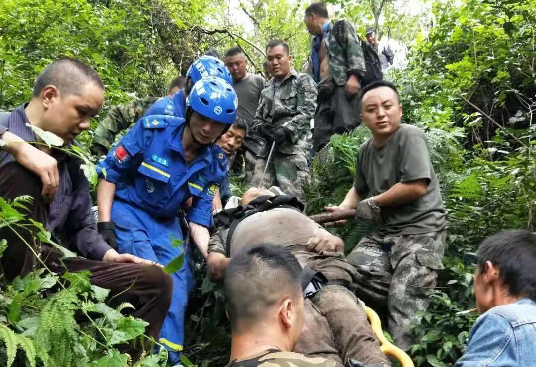 大兴镇村民周公山挖竹笋失踪3天,500余人次、48小时搜救终将村民寻回……