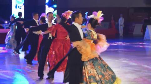 """2017中国""""雅安农商银行?大熊猫杯""""WDC标准舞、拉丁舞世界公开赛在我市体育馆开赛"""