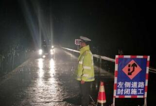 【今天我当班】坚守地质灾害道路管制一线的交警