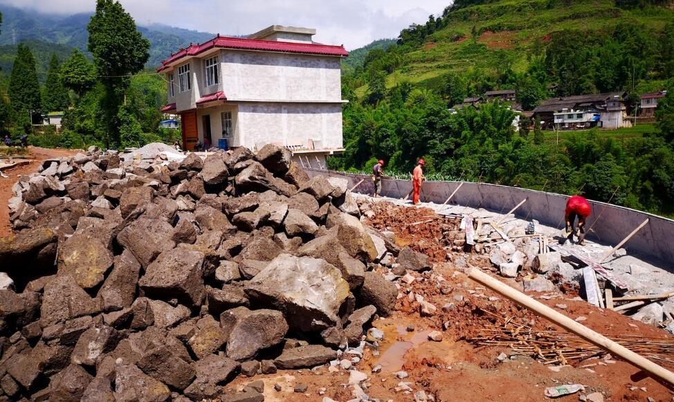 基础设施补短板 产业发展助脱贫