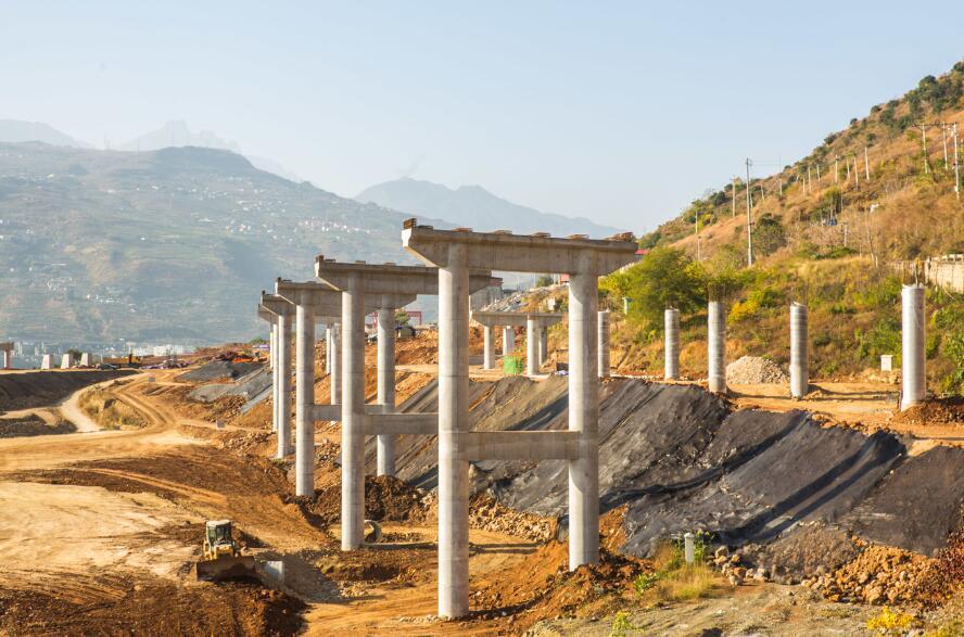 乐汉高速汉源段建设有序推进