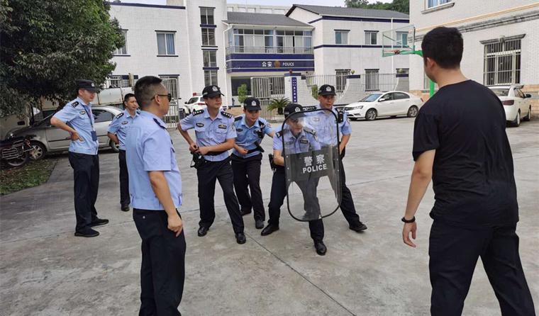 开展接处警模拟演练  提升执法规范