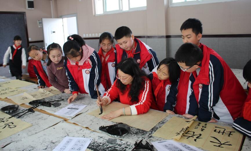 让每个孩子写好汉字  传承中华文化