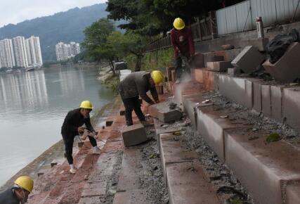 城区河道疏浚、防洪堤修复工作有序推进