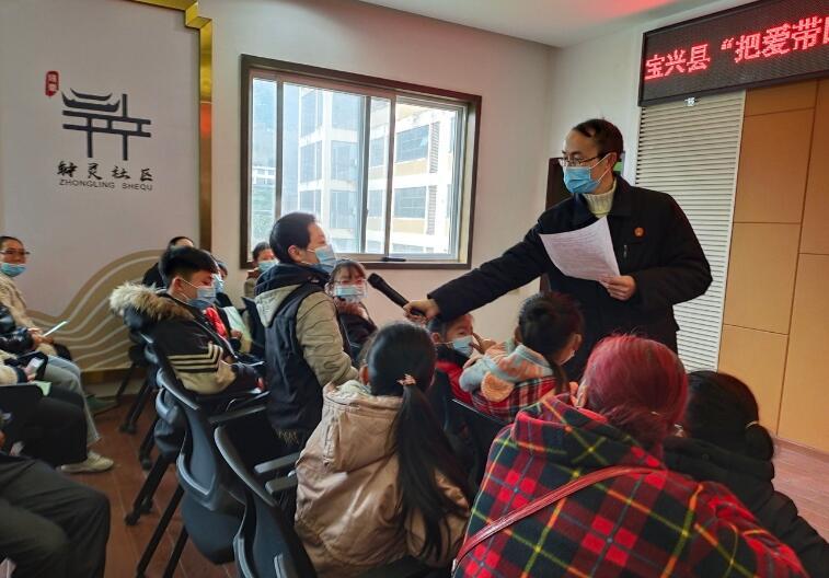 """宝兴县法院、县检察院:开展儿童关爱""""四送""""活动促进少年儿童健康成长"""